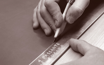 taglio-manuale-con-coltellino